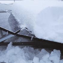 太陽光パネルの雪害
